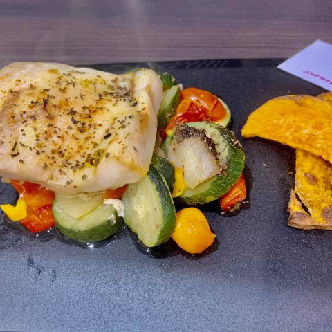 Pečená ryba na masle s batátovými chipsami