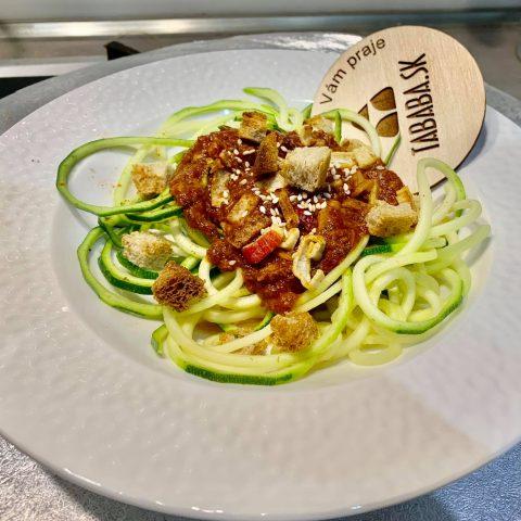 Raw cuketové špagety s tuniakovo-paradajkovou omáčkou